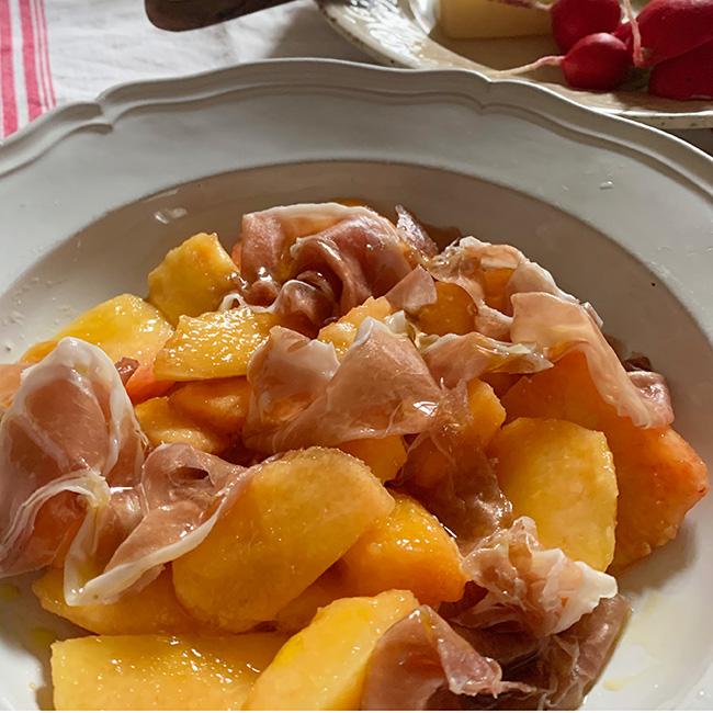 レモンオリーブオイル 桃と生ハムのサラダ